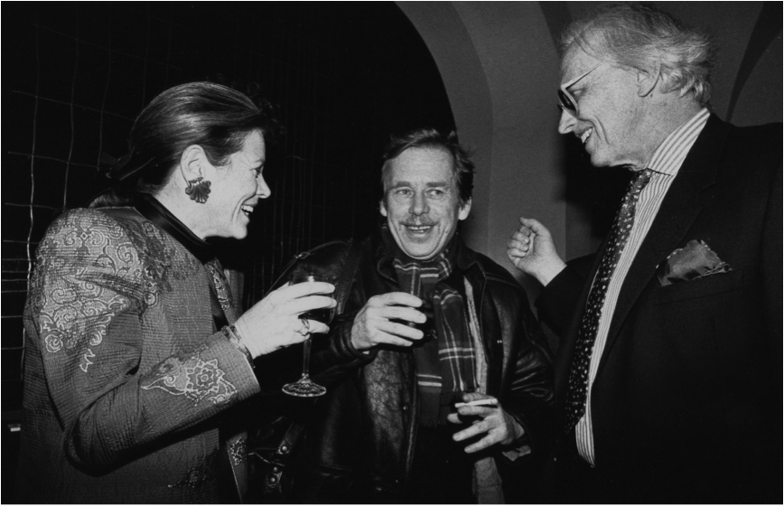 Wendy Luers (left), wife of Ambassador Bill Luers, Vaclav Havel and Fred Baldwin, FotoFest Chairman and Co-founder.