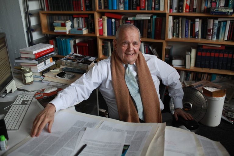 Robert Silvers, a Founding Editor of New York Review of Books, Dies at 87