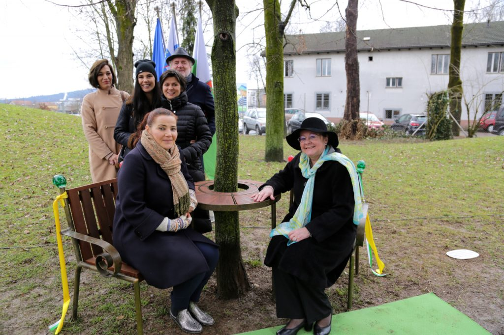 Seated from left to right: Mateja Demsic, Head of the Department of Culture, City of Ljubljana, and Vera Zemanova, Czech Ambassador to Slovenia. Barbara Dreossi, Ula Furman, Natasa Posel and Bill Shipsey