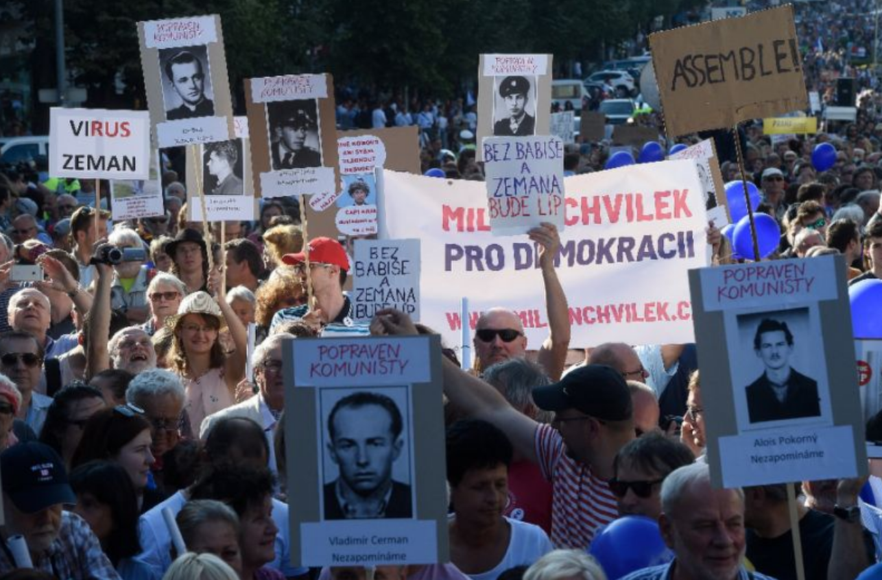 Czechs protest against communist party's role in govt