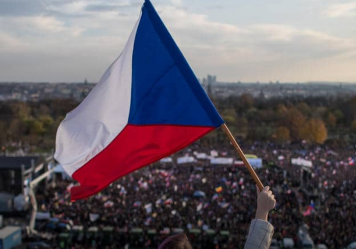 Out of the darkness and waiting for the light 30 years after the Velvet Revolution